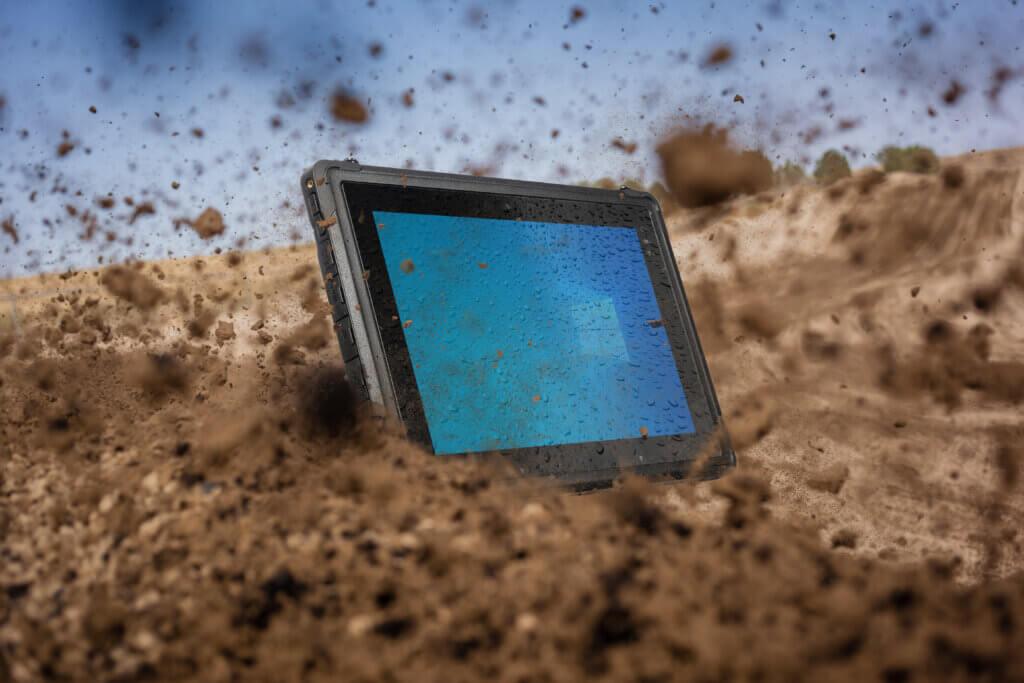 Rocktab U210 falling down into dirt